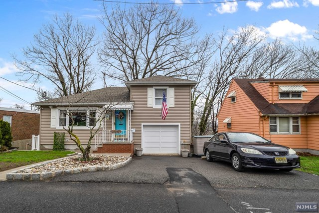 Single Family Home for Sale at 406 Northwood Way 406 Northwood Way Palisades Park, New Jersey 07650 United States