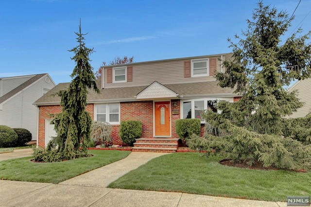 Single Family Home for Sale at 20 Bergen Avenue 20 Bergen Avenue North Arlington, New Jersey 07031 United States