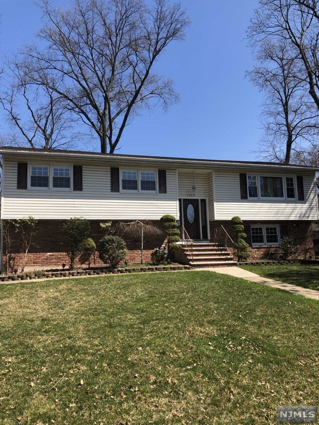 Single Family Home for Sale at 1125 Roosevelt Avenue 1125 Roosevelt Avenue New Milford, New Jersey 07646 United States