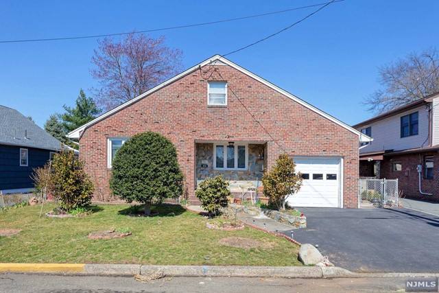 Single Family Home for Sale at 263 New Street 263 New Street Lyndhurst, New Jersey 07071 United States