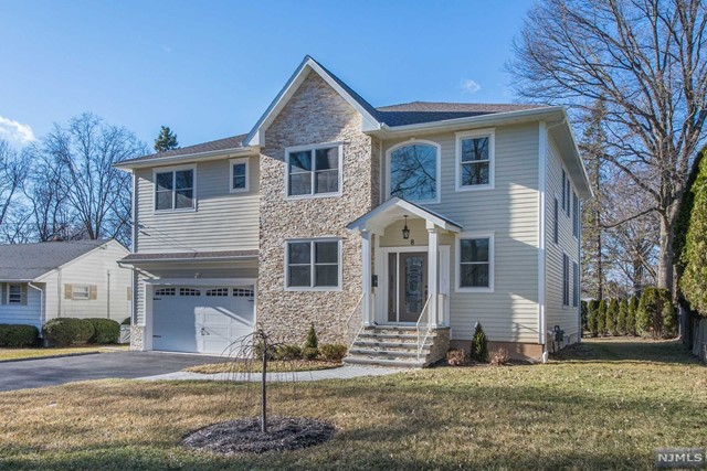 Single Family Home for Sale at 8 Rocklynn Place 8 Rocklynn Place Glen Rock, New Jersey 07452 United States