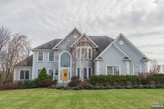 Single Family Home for Sale at 15 Skyview Drive Sparta, New Jersey 07871 United States