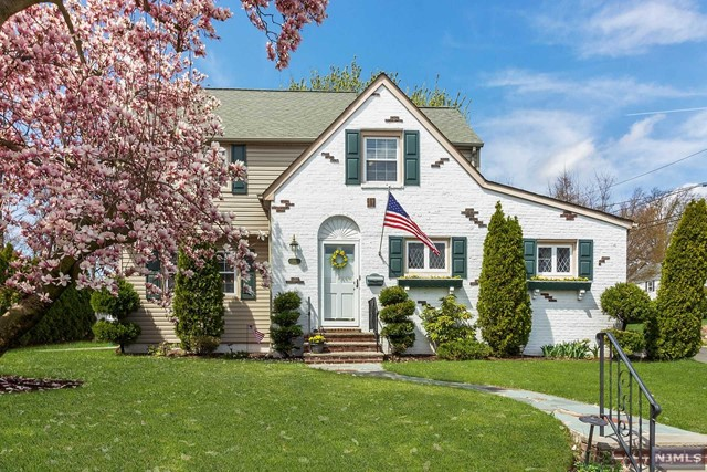 Single Family Home for Sale at 363 Golf Avenue 363 Golf Avenue Maywood, New Jersey 07607 United States