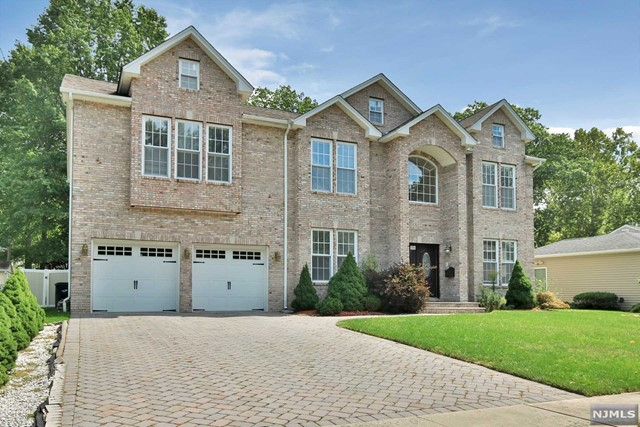 Single Family Home for Sale at 186 Cherry Lane 186 Cherry Lane River Edge, New Jersey 07661 United States