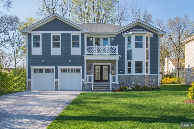 Single Family Home for Sale at 24 Rocklynn Place 24 Rocklynn Place Glen Rock, New Jersey 07452 United States