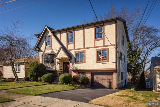 Single Family Home for Sale at 5 Veterans Court 5 Veterans Court Wallington, New Jersey 07057 United States