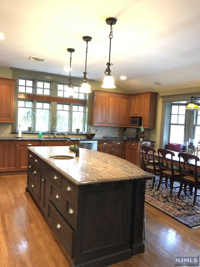 Additional photo for property listing at 313 Woodside Avenue Ridgewood, New Jersey 07450 United States