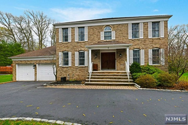Single Family Home for Sale at 5 Carriage Court 5 Carriage Court Township Of Washington, New Jersey 07676 United States