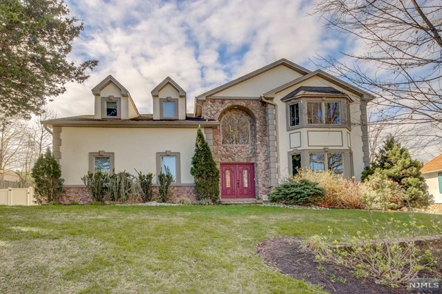 Single Family Home for Sale at 27 Columbus Avenue 27 Columbus Avenue Hillsdale, New Jersey 07642 United States