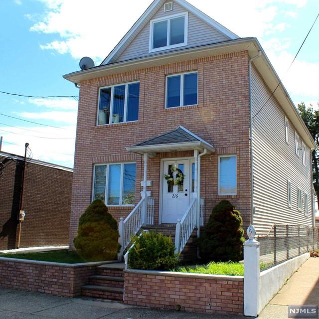 Villas / Townhouses for Sale at 216 Maple Avenue 216 Maple Avenue Wallington, New Jersey 07057 United States