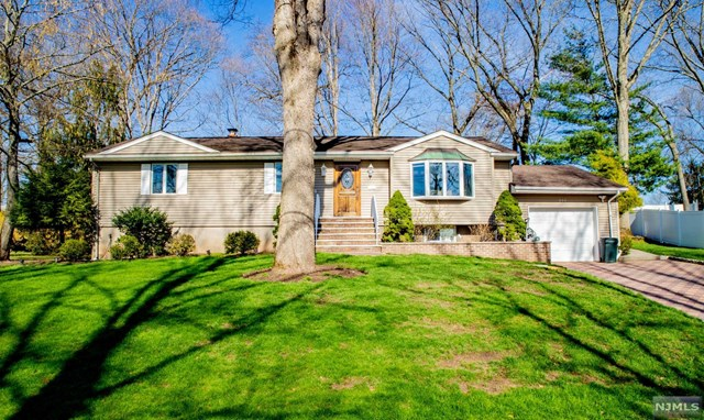 Single Family Home for Sale at 600 West Wildwood Road 600 West Wildwood Road Northvale, New Jersey 07647 United States