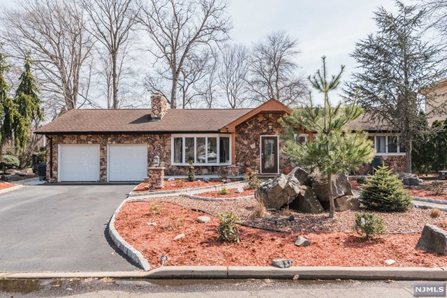 Single Family Home for Sale at 23 Stratford Court 23 Stratford Court Township Of Washington, New Jersey 07676 United States