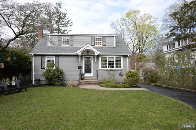 Single Family Home for Sale at 12 8th Avenue 12 8th Avenue Westwood, New Jersey 07675 United States