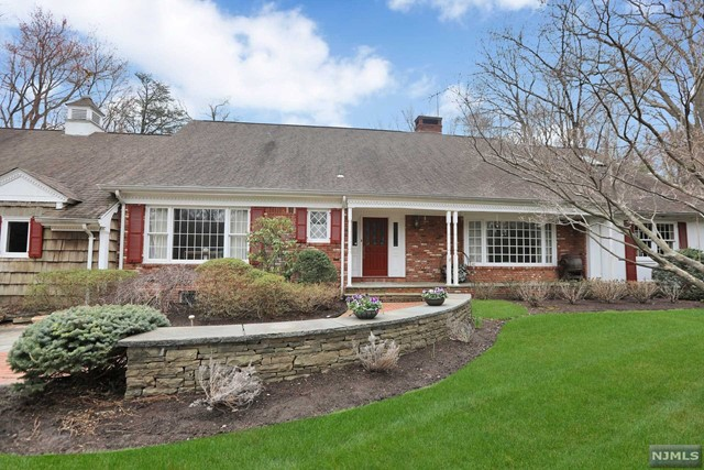 Single Family Home for Sale at 19 Elden Drive 19 Elden Drive Saddle River, New Jersey 07458 United States