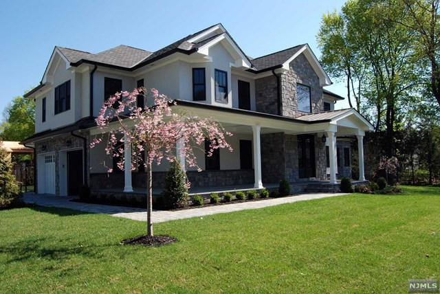 Single Family Home for Sale at 290 Glen Road 290 Glen Road Woodcliff Lake, New Jersey 07677 United States