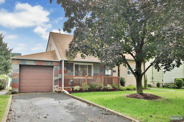 Single Family Home for Sale at 174 Mount Pleasant Avenue 174 Mount Pleasant Avenue Wallington, New Jersey 07057 United States