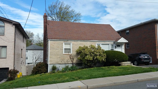 Single Family Home for Sale at 111 Sunset Place 111 Sunset Place Palisades Park, New Jersey 07650 United States
