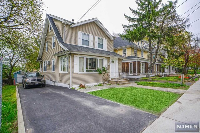 Single Family Home for Sale at 139 Grand Avenue 139 Grand Avenue Palisades Park, New Jersey 07650 United States