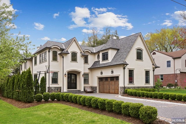 Single Family Home for Sale at 9 John Street 9 John Street Demarest, New Jersey 07627 United States