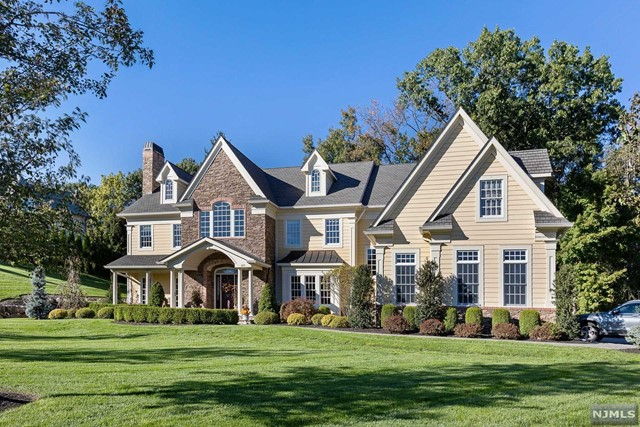 Single Family Home for Sale at 255 Glen Place Franklin Lakes, New Jersey 07417 United States