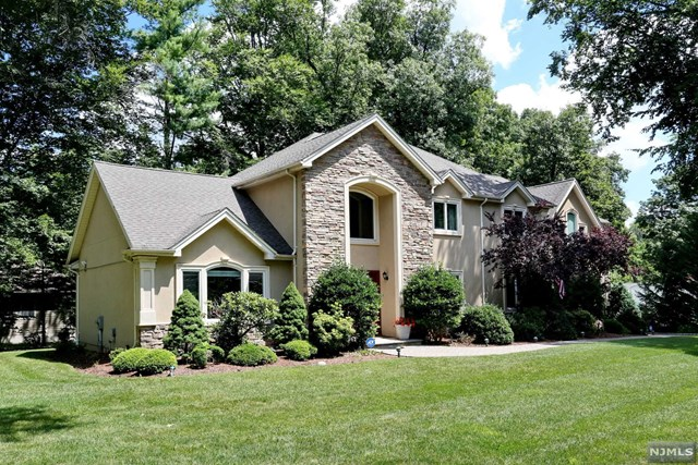 Single Family Home for Sale at 602 Sargent Road 602 Sargent Road River Vale, New Jersey 07675 United States