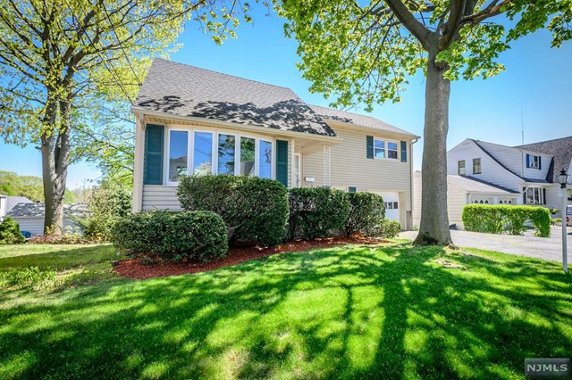 Single Family Home for Sale at 178 Van Cleve Street 178 Van Cleve Street Maywood, New Jersey 07607 United States