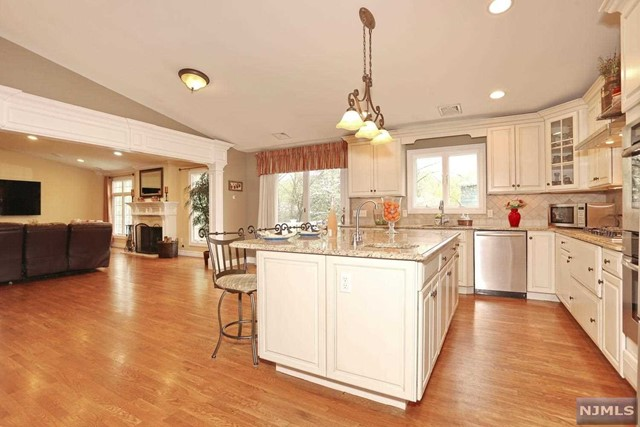 Single Family Home for Sale at 21 Ackerman Street 21 Ackerman Street Waldwick, New Jersey 07463 United States