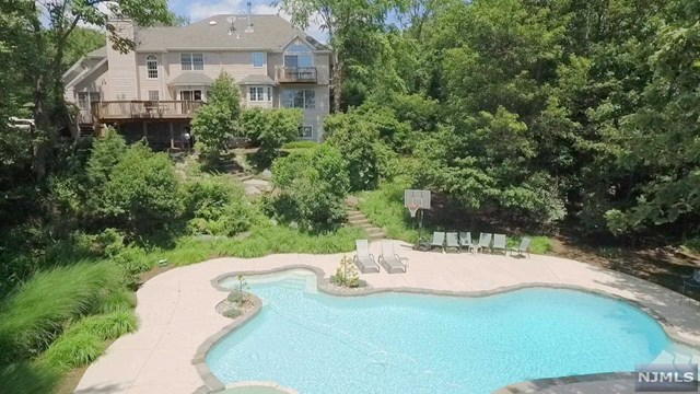 Single Family Home for Sale at 6 South Glen Road Kinnelon, New Jersey 07405 United States
