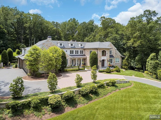 Single Family Home for Sale at 644 Navaho Trail Drive Franklin Lakes, New Jersey 07417 United States