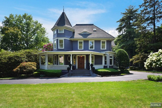 Single Family Home for Sale at 310 Godwin Avenue Ridgewood, New Jersey 07450 United States