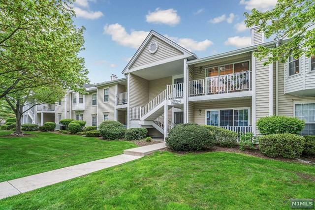 Condominium for Sale at 1012 Ash Drive 1012 Ash Drive Mahwah, New Jersey 07430 United States