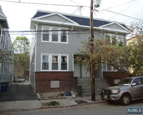 Villas / Townhouses for Sale at 131 Huntington Terrace Newark, New Jersey 07112 United States