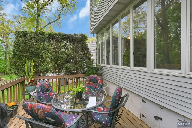 Additional photo for property listing at 469 Hillcrest Road Ridgewood, New Jersey 07450 United States