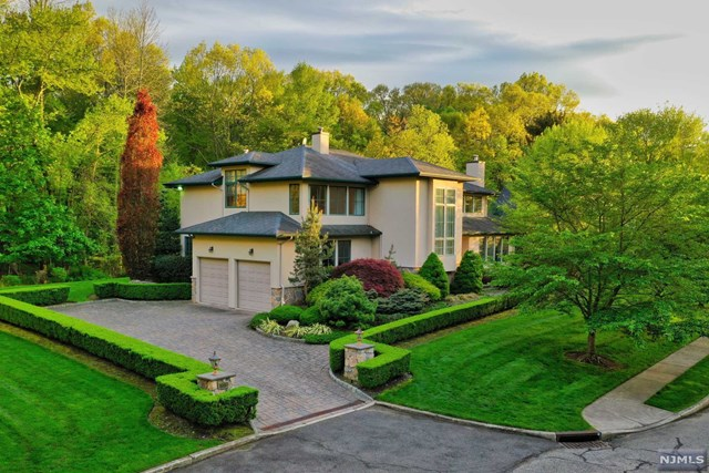 Single Family Home for Sale at 109 Carlson Court Closter, New Jersey 07624 United States