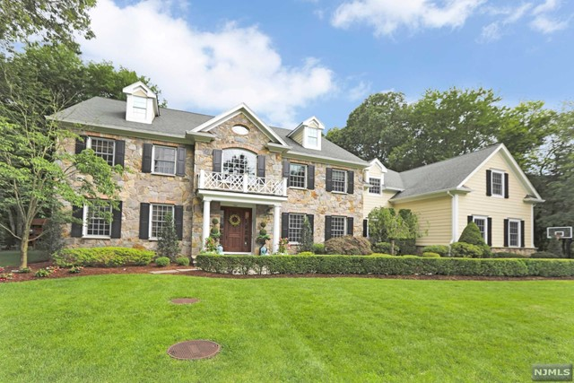 Single Family Home for Sale at 866 Aztec Trail Franklin Lakes, New Jersey 07417 United States