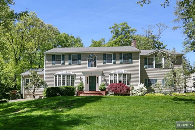 Single Family Home for Sale at 4 Greenway Court Woodcliff Lake, New Jersey 07677 United States