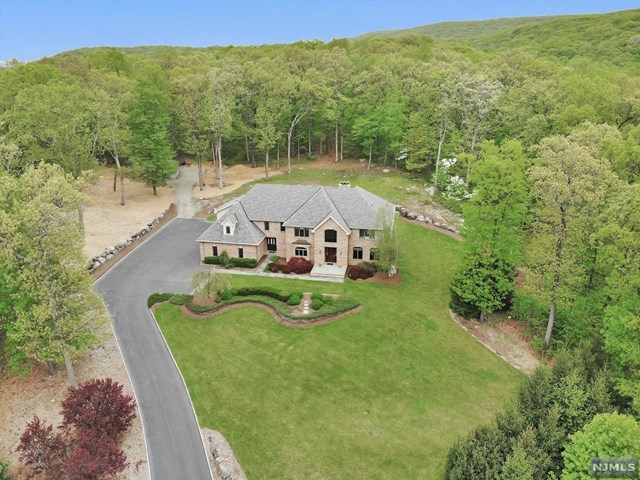 Single Family Home for Sale at 20 Mountainside Drive Ringwood, New Jersey 07456 United States