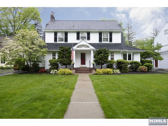 Single Family Home for Sale at 441 Fairway Road Ridgewood, New Jersey 07450 United States