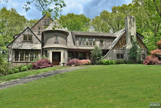Single Family Home for Sale at 9 Brookview Court Ho Ho Kus, New Jersey 07423 United States