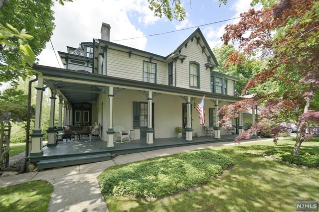 Single Family Home for Sale at 179 Park Avenue 179 Park Avenue Midland Park, New Jersey 07432 United States