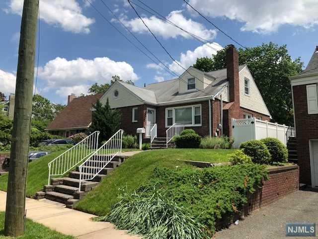 Photo of 185 Hillcrest Avenue, Leonia, NJ 07605