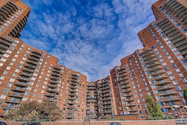 325 Harmon Cove Tower, 325 - Secaucus, New Jersey