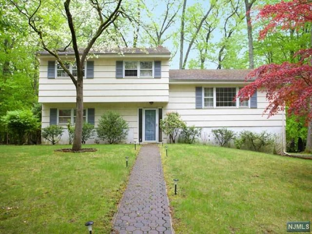 Photo of 19 Dearborn Drive, Old Tappan, NJ 07675