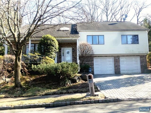 Photo of 441 Pine Hill Road, Leonia, NJ 07605
