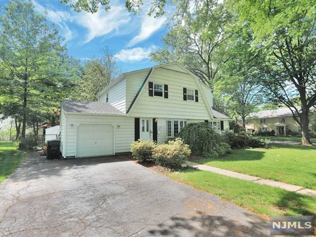 Photo of 425 Gregory Road, Paramus, NJ 07652