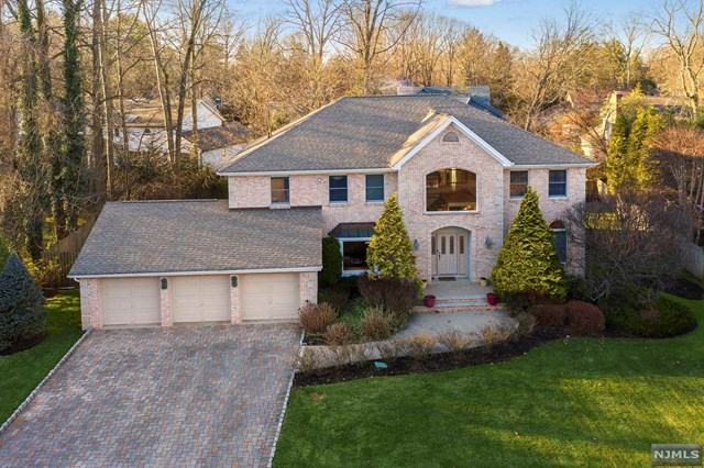 Photo of 8 Jason Woods Road, Closter, NJ 07624